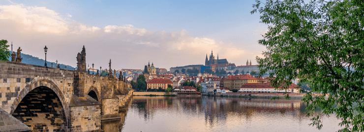 Foto van de stad Praag met de Karelsbrug: Een unieke ervaring