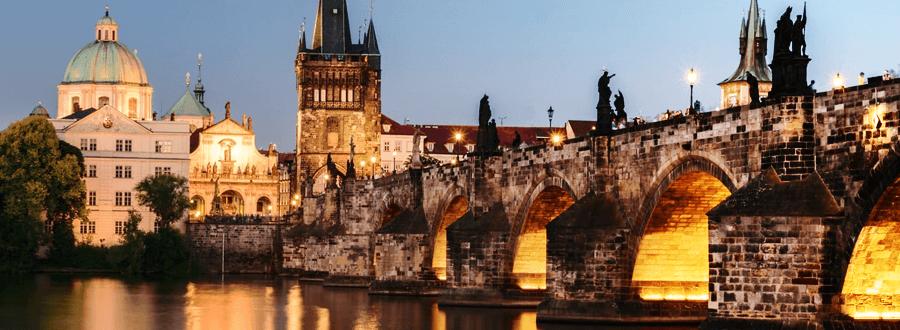 De Karelsbrug in Praag is één van de meest populaire hotspots in de stad